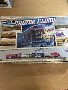 Model Power HO Silver Cloud Chevrolet Express Train Set (KJT429)