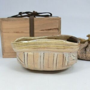 E825: Japanese KUTSU-CHAWAN tea bowl of old ORIBE pottery with reference value.
