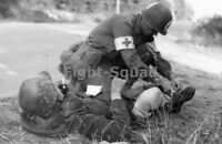 wW2 Picture Photo 1944 American medic helping a wounded Waffen soldier 1551
