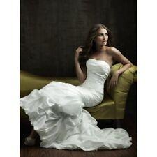 SAMPLE Allure Bridals wedding dress 8526 Size 16 Retail $1210