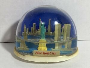Vintage Snow Globe Souvenir New York City Twin Towers Statue Liberty Plastic