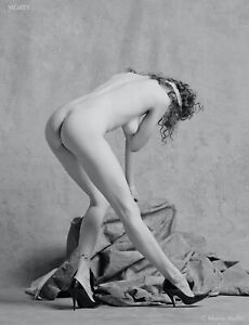 Leanan 46.07R B&W Fine Art Figure Study Hand-Signed 8.5x11 Photo by Craig Morey