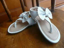 NWOT Toddler girls white bow CHEROKEE thong sandals velcro size 6