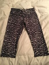 Fabletics NWT Winn Mid Rise Capri in Small in Black And White Animal Print