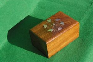 DECORATELY BRASS AND COPPER INLAID LIDDED HARDWOOD BOX