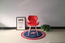 1 Chaises rouges en plastique pour la maison