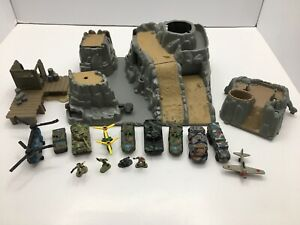 Micro Machines Military Battle Zones Barracuda Bay w/ Vehicles (Galoob, 1996)