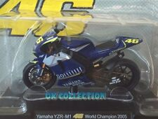Moto Valentino Rossi scala 1:18_ YAMAHA YZR-M1 World Champion 2005 _(05).