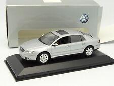 Minichamps 1/43 - VW Phaeton 2002 Silver