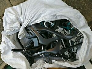 JOB LOTS OF 60 USED MIX PLASTIC HANGERS - VARIOUS TYPE - POSTAGE OR COLLECTION