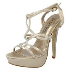 Sandali e scarpe da sera d'oro per il mare da donna