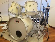 gebrauchtes Schlagzeug der Marke NewSound mit 2 Becken