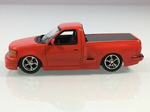 HOT WHEELS FORD F-150 SVT LIGHTNING SLAMMED