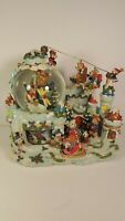 GRANDEUR NOEL MUSICAL WATERGLOBE. BEAR CHRISTMAS WONDERLAND. ANIMATED. EXC. COND