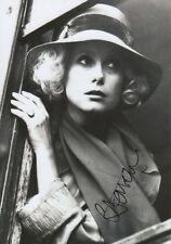 Catherine Deneuve Autogramm signed 20x30 cm Bild s/w
