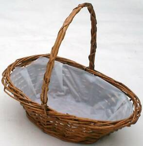 "OVAL WICKER BASKET IDEAL FOR EGG HUNT-  Small- 20cm (8"")"