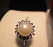 Edler 585 Weißgold-Ring mit Zuchtperle und umlaufenden blauen Saphiren