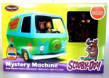 Polar Lights 901 Scooby-Doo Mystery Machine w/prepainted figures Snap-Kit Model