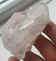 QUARTZ CLUSTER. BEAUTIFUL PIECE, HEALING CRYSTAL