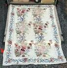 PRETTY VINTAGE ANTIQUE COUNTRY FLORAL DECORATED CREWEL STYLE RUG CARPET