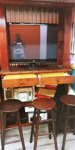 In Home Bar With 3 Barstools