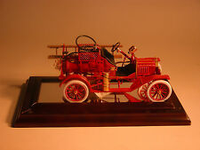 FIRE TRUCK 1916 FORD MODEL T FIRE ENGINE FRANKLIN MINT 1:16 & DISPLAY