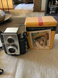 VINTAGE 1960s KODAK BROWNIE REFLEX 20 CAMERA IN ORIGINAL BOX