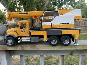 "Bruder MACK Granite Liebherr Crane Truck Toy 26"" Long 1:16 Scale 02818"