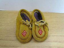 NATIVE AMERICAN CHILDRENS MOCCASINS 4.5 INCHES RED/WHITE DIAMOND BEADED