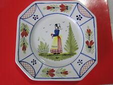 1 assiette octogonal signée HB Henriot Quimper personnage femme bretonne voir