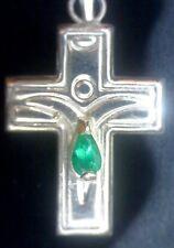 Cruz de plata de 1ª ley con excelente esmeralda natural