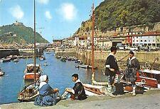 BT0815 San Sebastian Parejas tipicas en el puerto ship bateaux       Italy