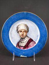 Assiette Porcelaine peinte Portrait Femme Servante XIX signé Suzanne Astrus 1889