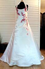 Robe de mariée T46 Annie Couture en satin ivoire dentelle rouge dos nu à lacet