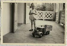 PHOTO ANCIENNE - VINTAGE SNAPSHOT - ENFANT JOUET CAMION - CHILD OLD TOY TRUCK