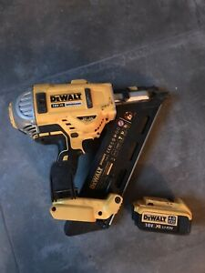 DeWalt DCN692 First Fix 18V XR Type 3 Cordless Framing Nailer with 4Ah Battery