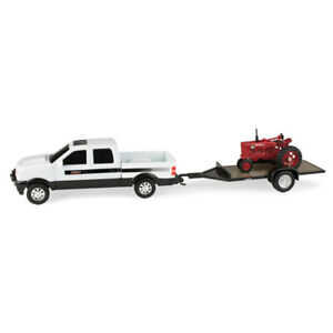 Case IH 1:43 Agriculture Hauling Pick Up/Tractor/Trailer Set Kids Toys 3y+ White