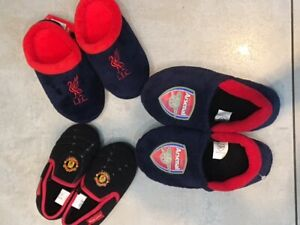 BOYS FOOTBALL SLIPPERS UK SIZE 4-11 MAN UTD LIVERPOOL ARSENAL MULES CLUB GIRLS