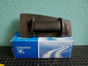 Genuine GM Exterior Handle right side 15758171  (0721)