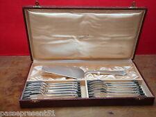Joli ancien service à dessert en métal argenté en écrin