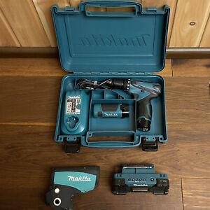 Makita 8-teiliges Set Akkuschrauber DF330D Lampe ML100 Radio MR051 Akkus Koffer