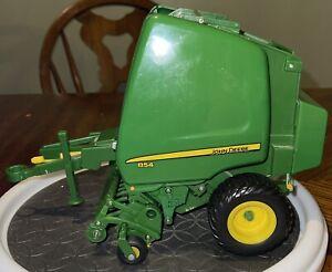 ERTL John Deere Big Farm Series 854 Round Hay Baler 1/16 Scale