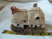 "Lilliput Lane ""OSTLERS KEEP""  Cottage no box no deeds"