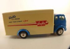 Corgi n°453 Commer Refrigerator Van Wall's Ice Cream ancien