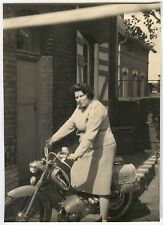 PHOTO ANCIENNE - MOBYLETTE FEMME MOTO BB 1 V - MOTORCYCLE - Vintage Snapshot
