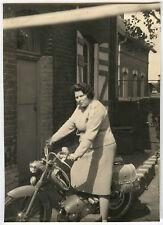 PHOTO ANCIENNE - MOBYLETTE FEMME MOTO BB 1 V - MOTORCYCLE - Vintage Snapshot