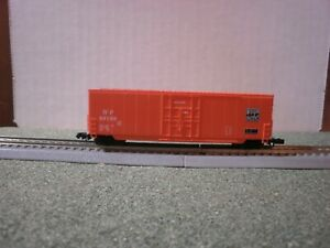 ROUNDHOUSE N SCALE WESTERN PACIFIC 50' PLUG DOOR BOX CAR
