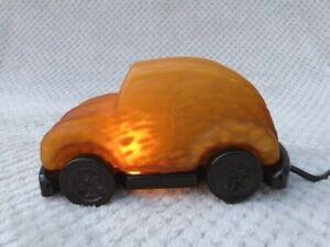 MODERN TIFFANY STYLE MOTTLED GLASS VW BEETLE CAR TABLE LAMP.