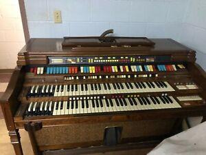 Hammond Elegante Organ Model 340112 with Leslie.