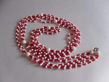 Lunga collana vintage in Rosso E Bianco Combinazione di plastica Perline. 1970s Elegance